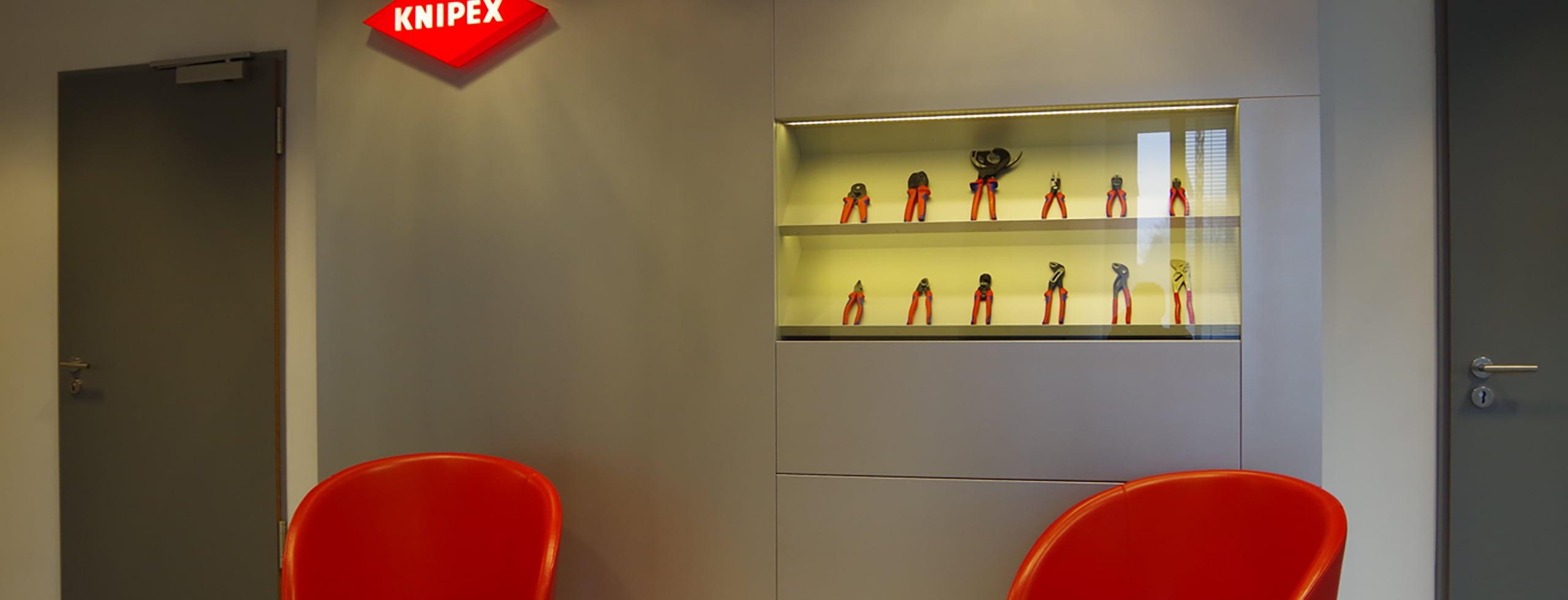 Knipex Wand bei der Tischlerei Pickelein