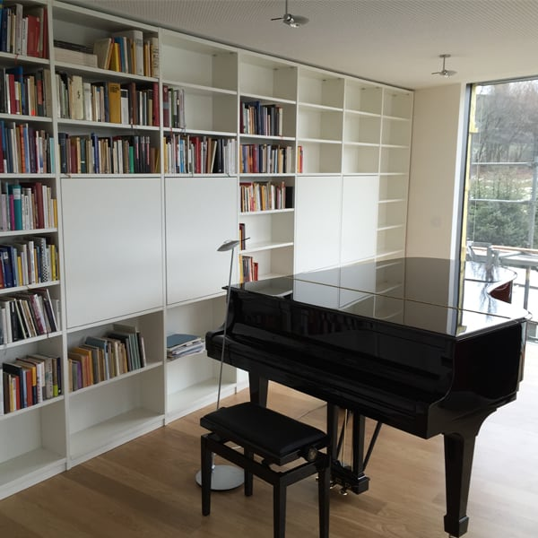 Klavier in klassischem Wohnzimmer der Tischlerei Pickelein