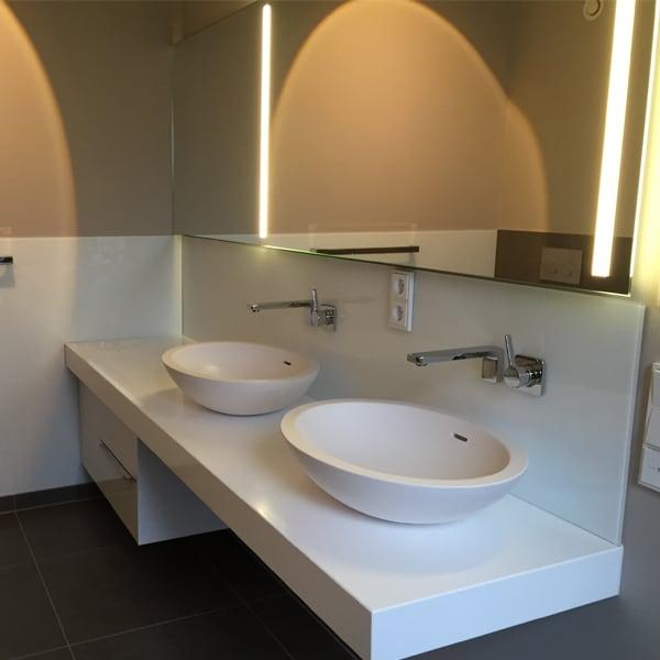 Moderne Waschbecken bei der Tischlerei Pickelein
